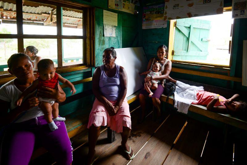 Esta mujer y sus hijas huyó a la comunidad hondureña de Pranza a refugiarse. Carlos Herrera | Divergentes.