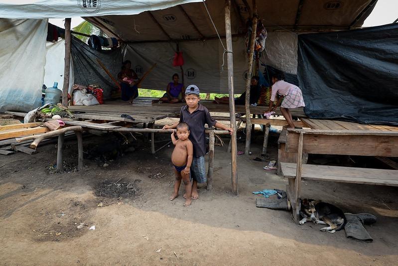 Un grupo de niños miskitos refugiados en la comunidad de Pranza, Honduras. Carlos Herrera | Divergentes.