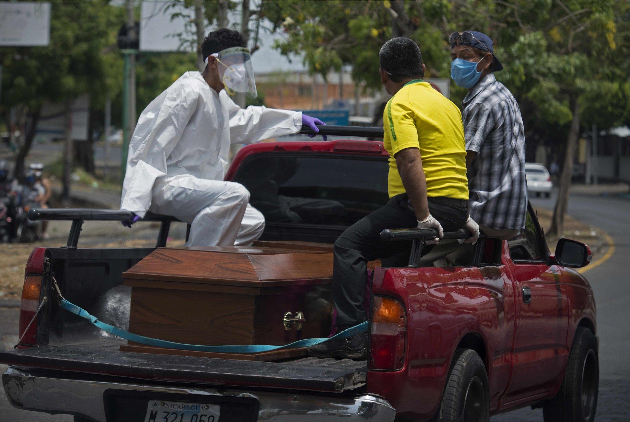 Los contrastes de padecer COVID-19 en Nicaragua, El Salvador y Costa Rica